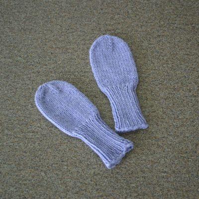 Baby mittens 1 040309
