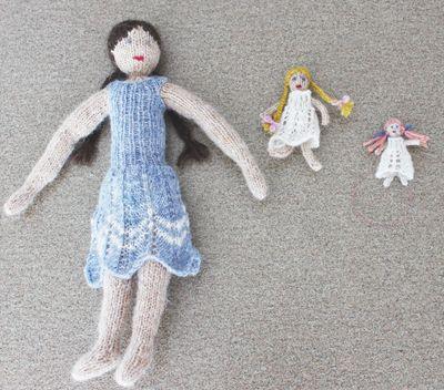 So many dolls