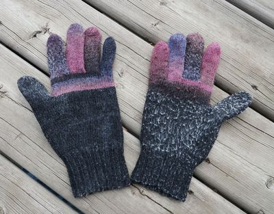 Guess who gloves 101915