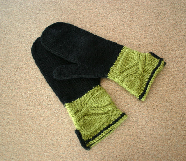 Woodland Leaves Mittens
